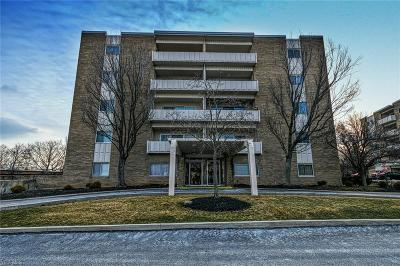 Rocky River Condo/Townhouse For Sale: 2039 Wooster Rd #51
