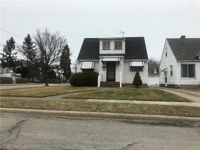 Maple Heights Single Family Home For Sale: 18111 Mapleboro Ave