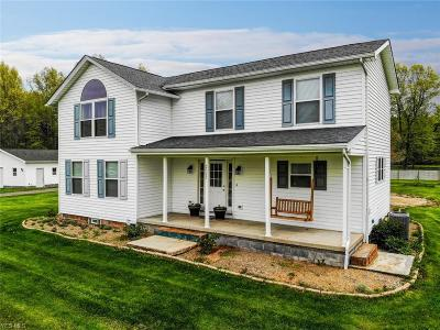 Lordstown Single Family Home For Sale: 2915 Lyntz Townline Road