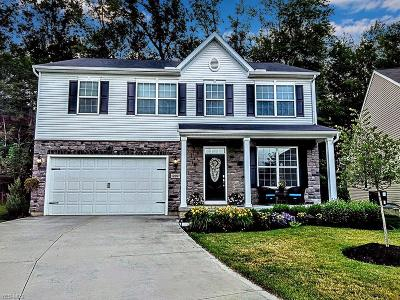 Strongsville Single Family Home For Sale: 12097 Edgehill Oval