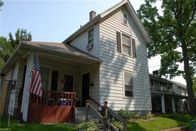 Massillon Single Family Home For Sale: 524 Perry Avenue