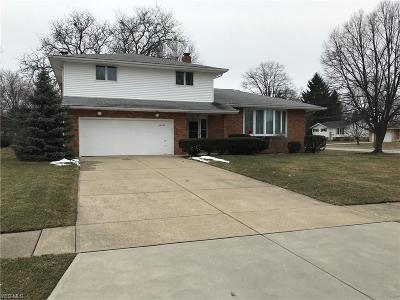 Middleburg Heights Single Family Home For Sale: 16335 Ramona Dr