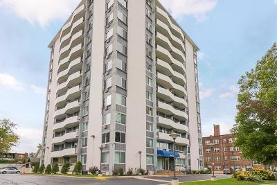 Lakewood Condo/Townhouse For Sale: 11811 Lake Ave #902
