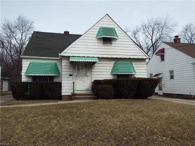 Garfield Heights Single Family Home For Sale: 11811 McCracken Rd