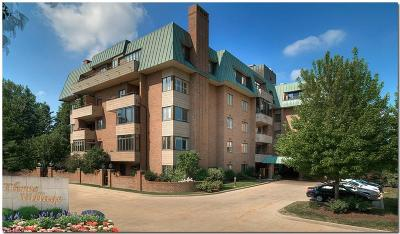 Lyndhurst Condo/Townhouse For Sale: 5150 Three Village Dr #2B
