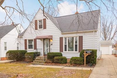 Parma Heights Single Family Home For Sale: 11194 Woodview Blvd