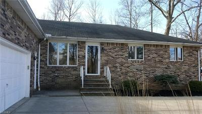 Middleburg Heights Single Family Home For Sale: 14359 Bagley Rd