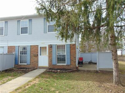 Middleburg Heights Condo/Townhouse For Sale: 20500 Williamsburg Ct #306B
