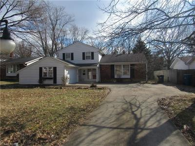 North Olmsted Single Family Home For Sale: 6209 Brighton Dr