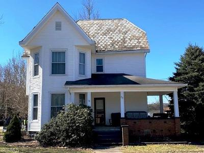 Guernsey County Single Family Home For Sale: 330 South St