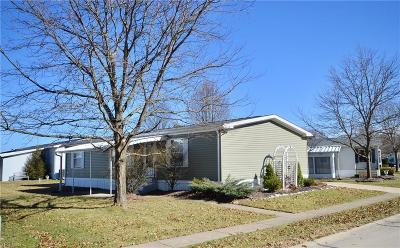 Olmsted Township Single Family Home For Sale: 68 Periwinkle Dr