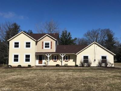Chagrin Falls Single Family Home For Sale: 17896 Kingswood Dr