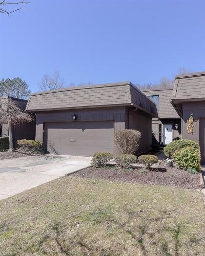 Strongsville Condo/Townhouse Contingent: 19276 Briarwood Ln