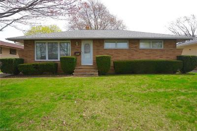 Parma Single Family Home For Sale: 7251 Whitaker Dr