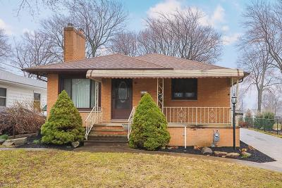 Parma Heights Single Family Home For Sale: 6453 Fernhurst Ave