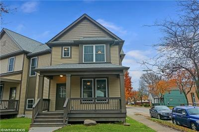 Lakewood Single Family Home For Sale: 2117 Robin St