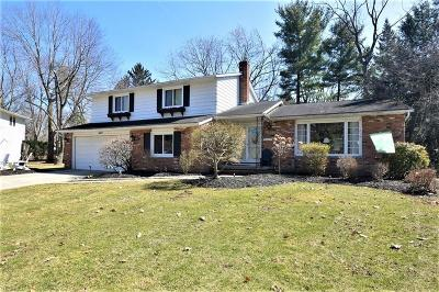 Lyndhurst Single Family Home For Sale: 1047 Linden Ln
