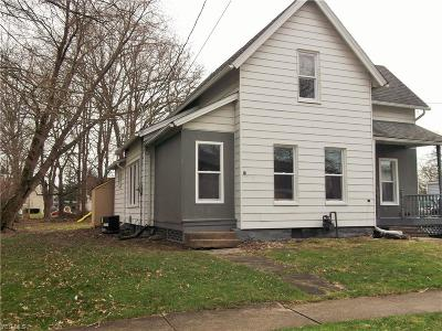 Newton Falls Single Family Home For Sale: 24 West Church St