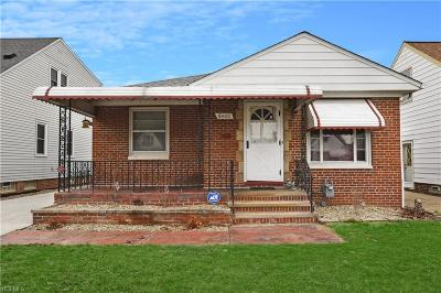 Parma Single Family Home For Sale: 8406 Renwood Dr