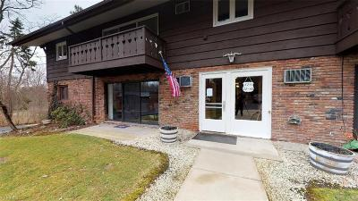 Solon Condo/Townhouse Contingent: 5711 Som Center Rd #35