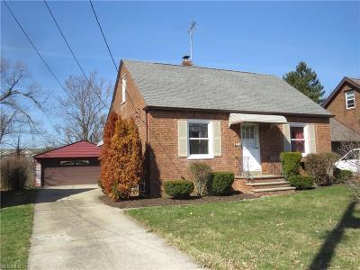 Lyndhurst Single Family Home For Sale: 5671 Wellington Rd