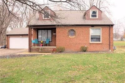 Parma Heights Single Family Home For Sale: 6445 Olde York Rd