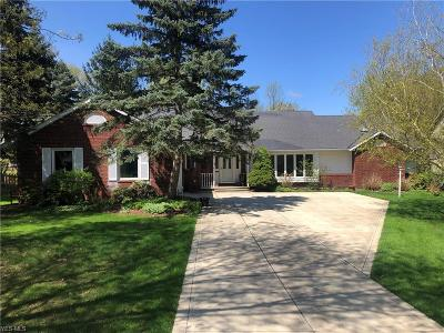 Broadview Heights Single Family Home Contingent: 9390 Misty Oakes Dr