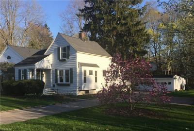 Chagrin Falls Single Family Home For Sale: 7051 Pine St