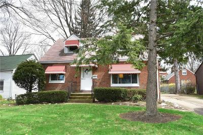 North Olmsted Single Family Home For Sale: 3039 Walter Rd
