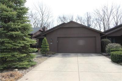 Strongsville Single Family Home For Sale: 18255 Glencreek Ln