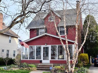 Lakewood Single Family Home For Sale: 17516 Fries Ave