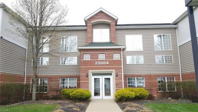 Olmsted Falls Condo/Townhouse For Sale: 23004 Chandlers Ln #221