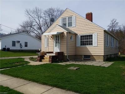 Ashtabula Single Family Home For Sale: 5929 West Ave