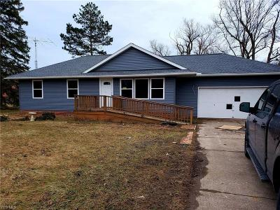 North Royalton Single Family Home Contingent: 3555 Akins Rd