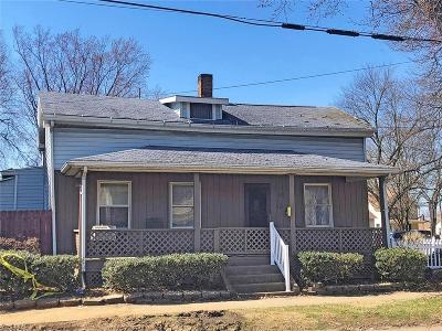 Massillon Single Family Home For Auction: 817 Wales Rd Northeast
