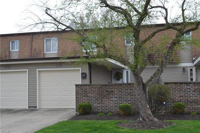 Olmsted Falls Condo/Townhouse Contingent: 26567 Sussex Dr