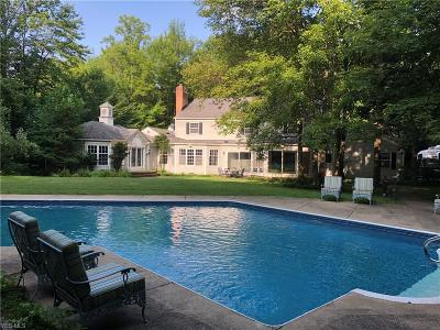 Chagrin Falls Single Family Home For Sale: 16535 Heatherwood Ln