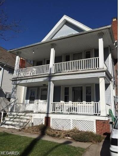 Lakewood Multi Family Home For Sale: 1555 Larchmont Ave