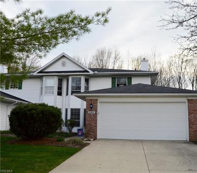 Strongsville Single Family Home For Sale: 18496 Woodside Crossing South