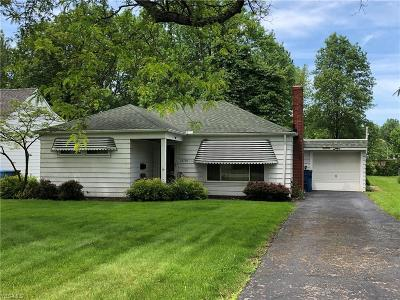 North Olmsted OH Single Family Home For Sale: $129,900