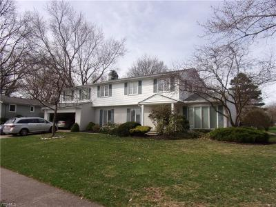 Lorain County Single Family Home For Sale: 310 Portland Dr