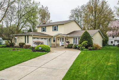 North Olmsted Single Family Home For Sale: 6136 Croton Drive