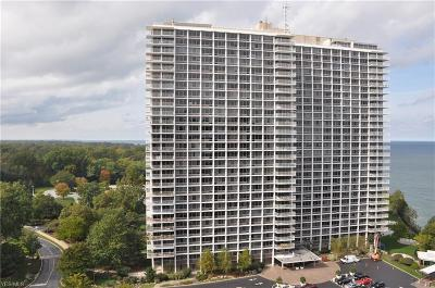 Lakewood Condo/Townhouse Contingent: 12700 Lake Ave #811