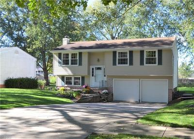 Kent Single Family Home Contingent: 988 Erin Dr