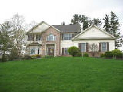 Brecksville Single Family Home For Sale: 4895 Valleybrook Dr