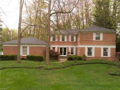 Chagrin Falls Single Family Home For Sale: 1105 Royal Oak Dr