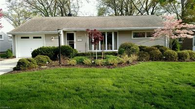 Parma Heights Single Family Home For Sale: 8935 Newkirk Drive