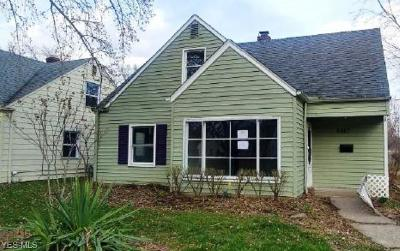Parma Heights Single Family Home For Sale: 6883 Beresford Ave