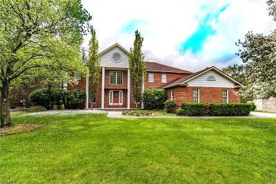 Strongsville Single Family Home For Sale: 14914 Regency Dr