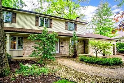 Canfield Single Family Home Active Under Contract: 565 Hickory Hollow Drive